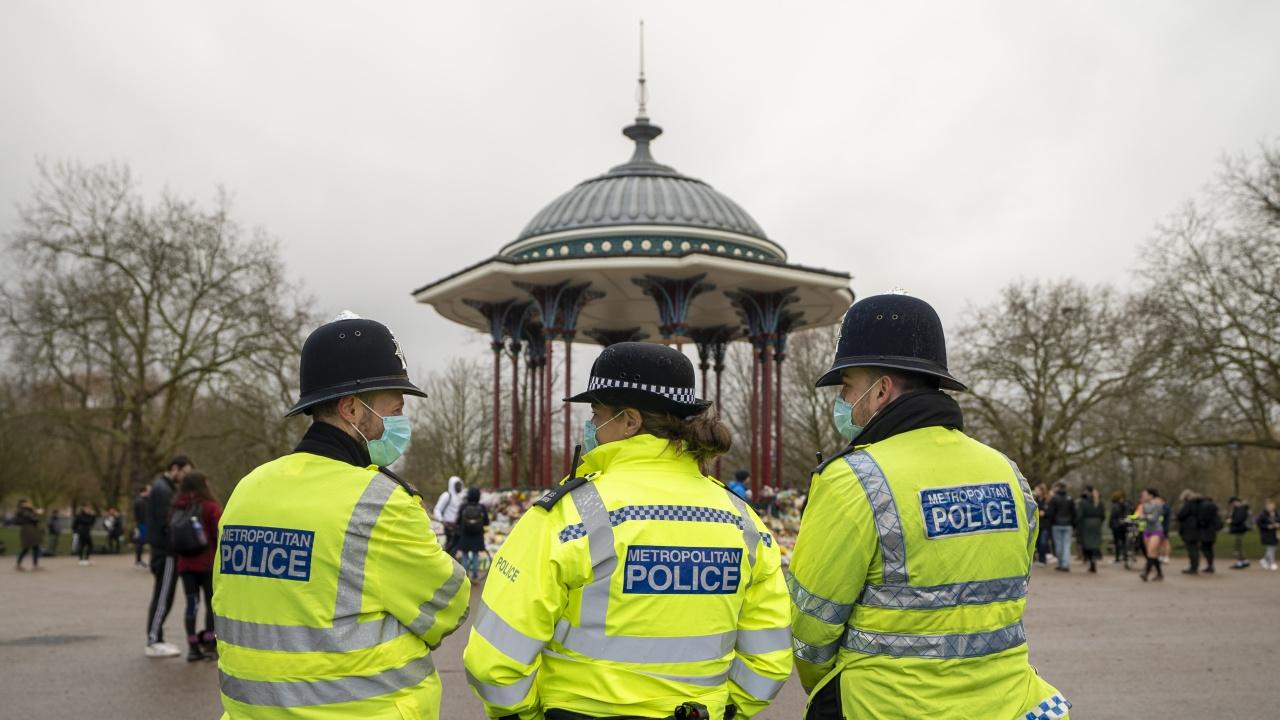Задържаха мъж с брадва в центъра на Лондон