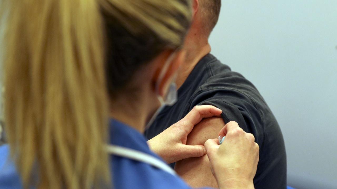 Проф. Мурджева: Няма доказателства какво се случва при смесването на различни ваксини