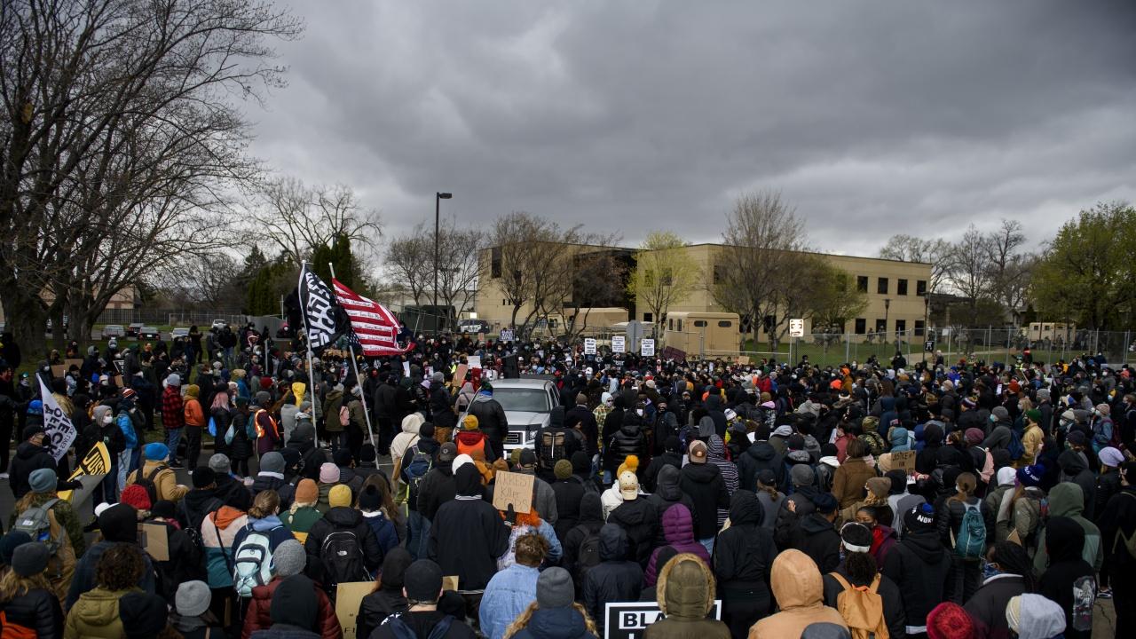 Шефът на полицията в Минесота подаде оставка след смъртта на чернокож