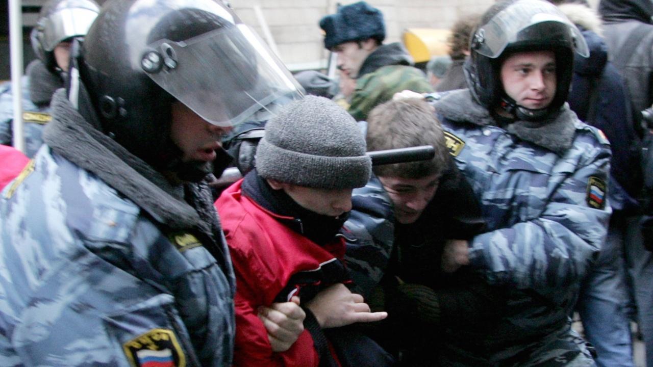 Руската полиция закопча студенти – журналисти