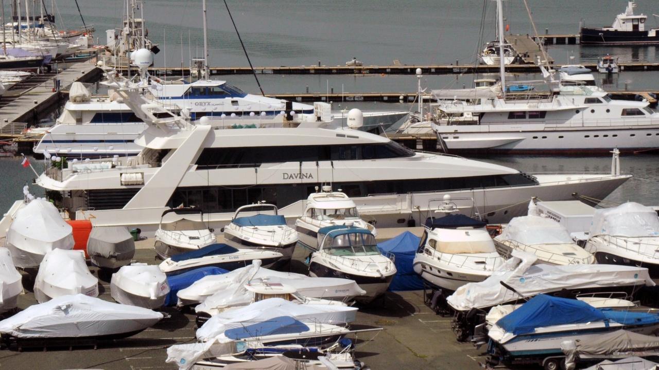 Подготвят яхтата на Ружа Игнатова за Лиъм Нийсън