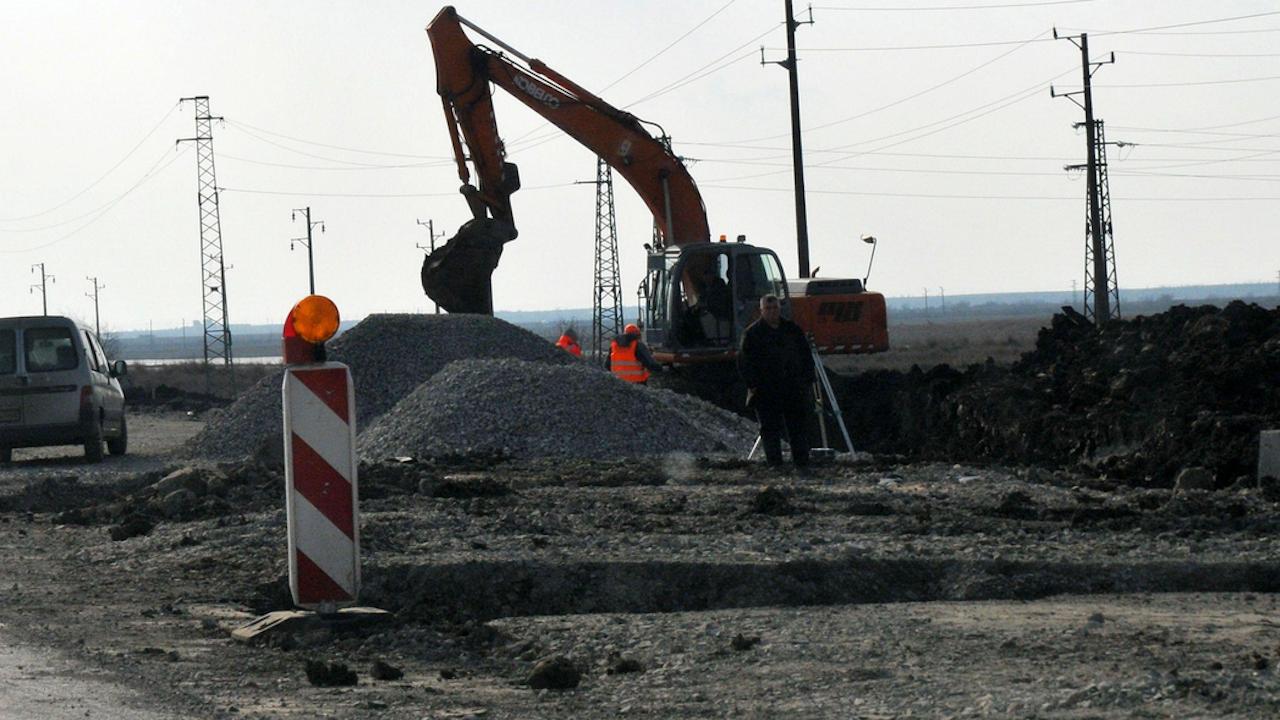 АПИ: Шофьорите да карат с повишено внимание в при 98-и км от пътя Девин-Кричим