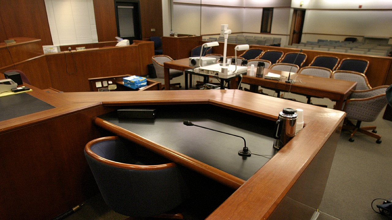 Франция планира да постави камери в съдебните зали като част от правосъдната реформа