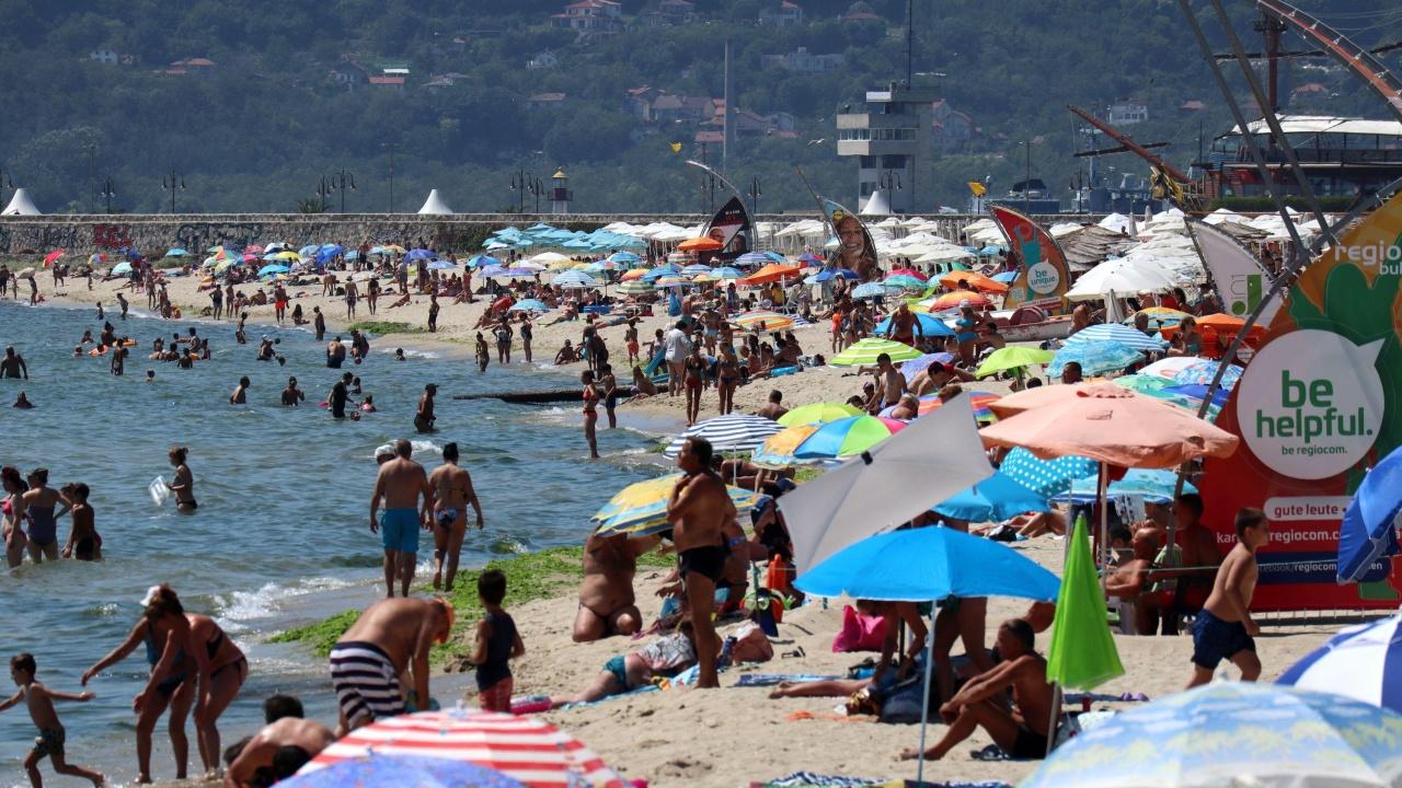 Премахват преместваеми обекти в нарушение по курорти и плажове