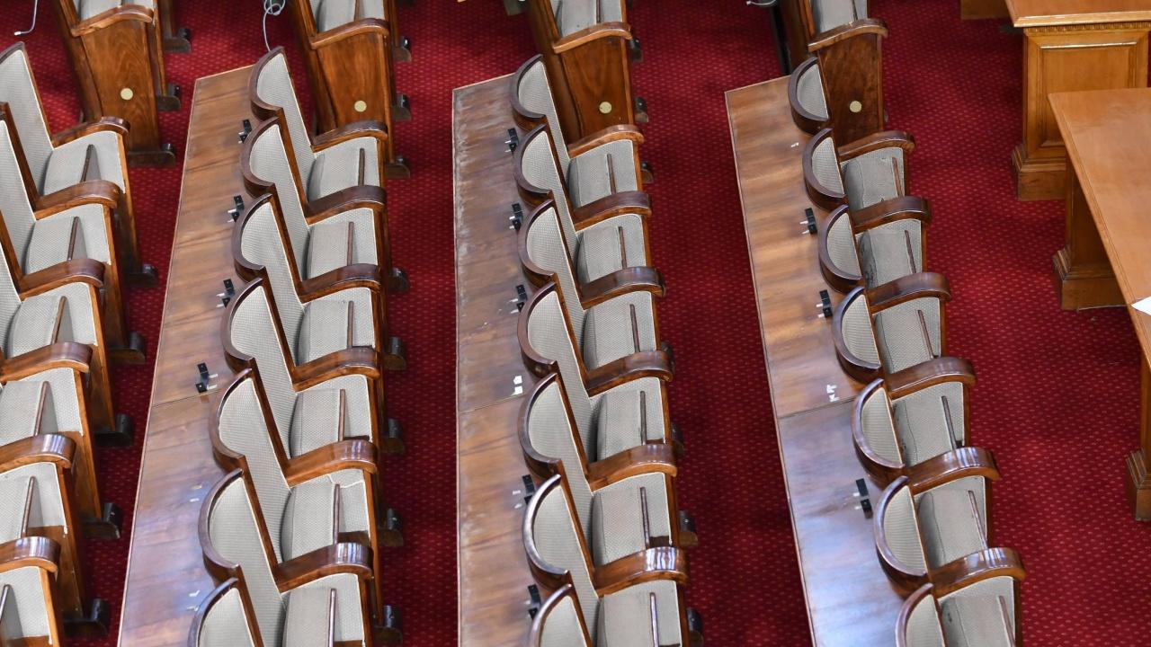 """Тече трескава подготовка за първото заседание в """"стария"""" парламент"""
