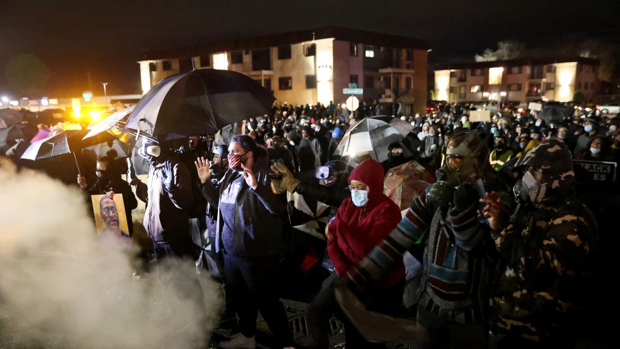 Продължават протестите в Минеаполис след убийството на афроамериканец