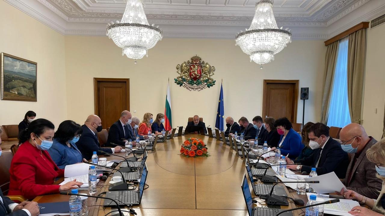 Борисов депозира оставката на ръководения от него Министерски съвет