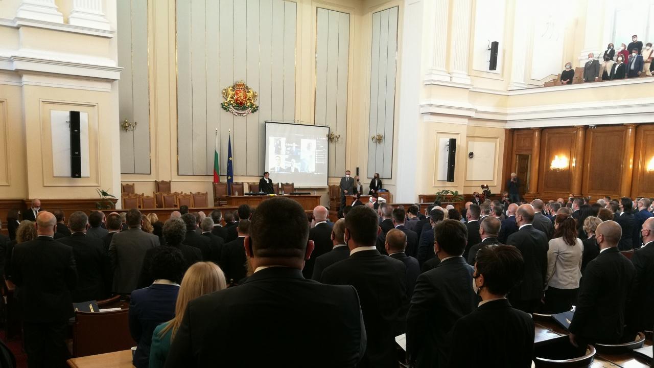 Новите депутати се заклеха, Мика Зайкова: Народът ни изпрати тук за промяна