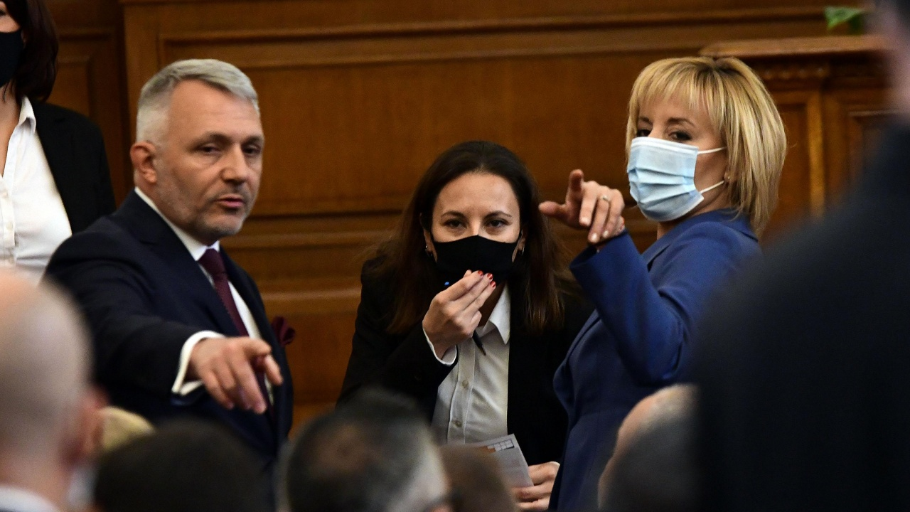 Манолова поиска пълна ревизия на управлението, погва и изборите