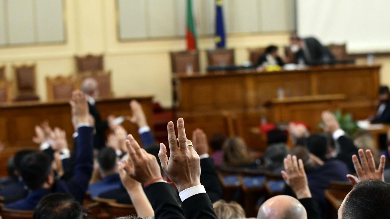 НА ЖИВО: Напрежение кой ще е председател на парламента
