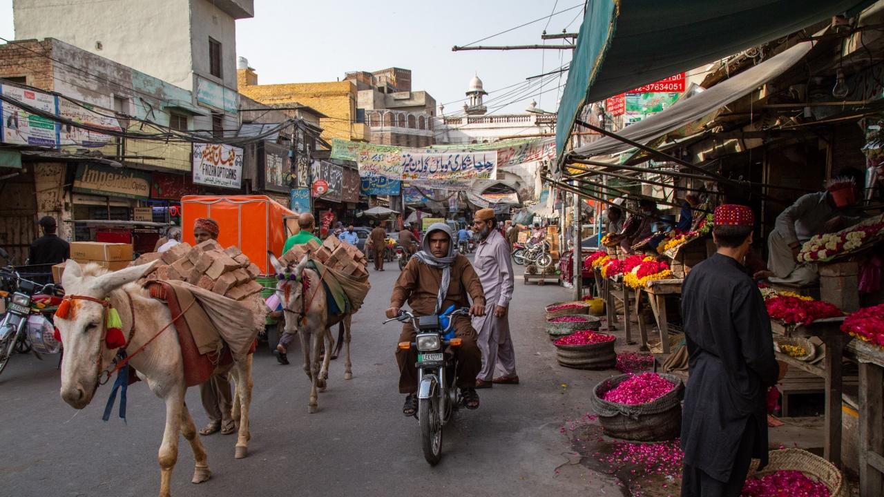 Франция препоръча на гражданите си в Пакистан временно да напуснат страната