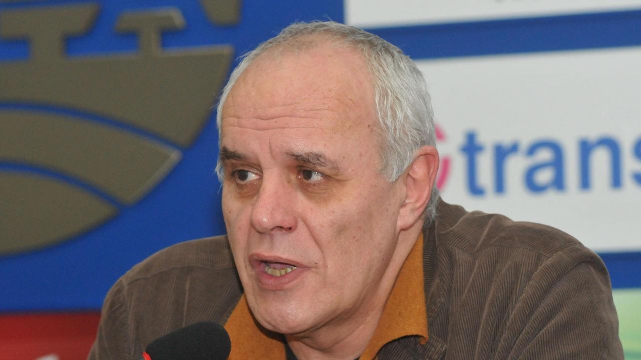 Андрей Райчев пред novini.bg: Властта се търкаля по улицата. Може ли някой да я вземе?