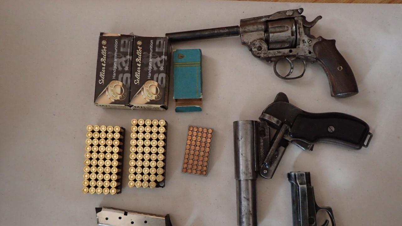 Незаконен боен арсенал заловиха в Момин проход