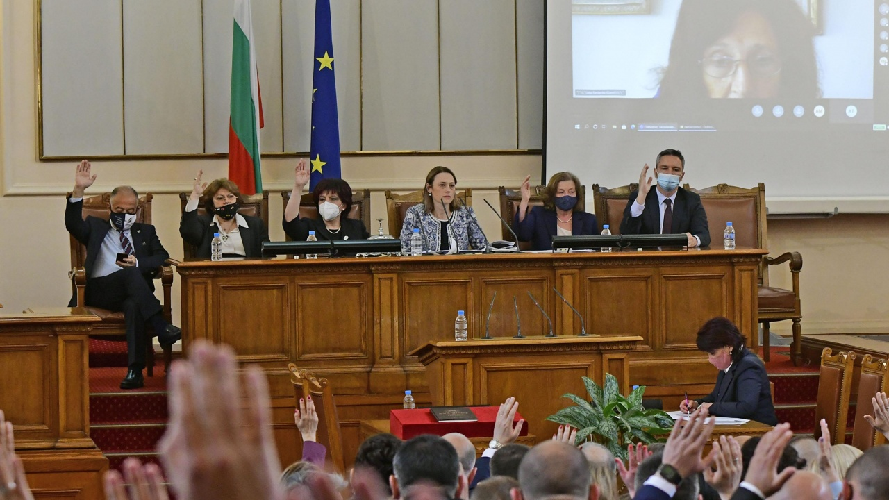 Промяна в Конституцията е първият проект, внесен в парламента