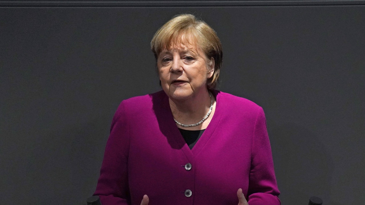 "Меркел ще се ваксинира утре с ""АстраЗенека"""