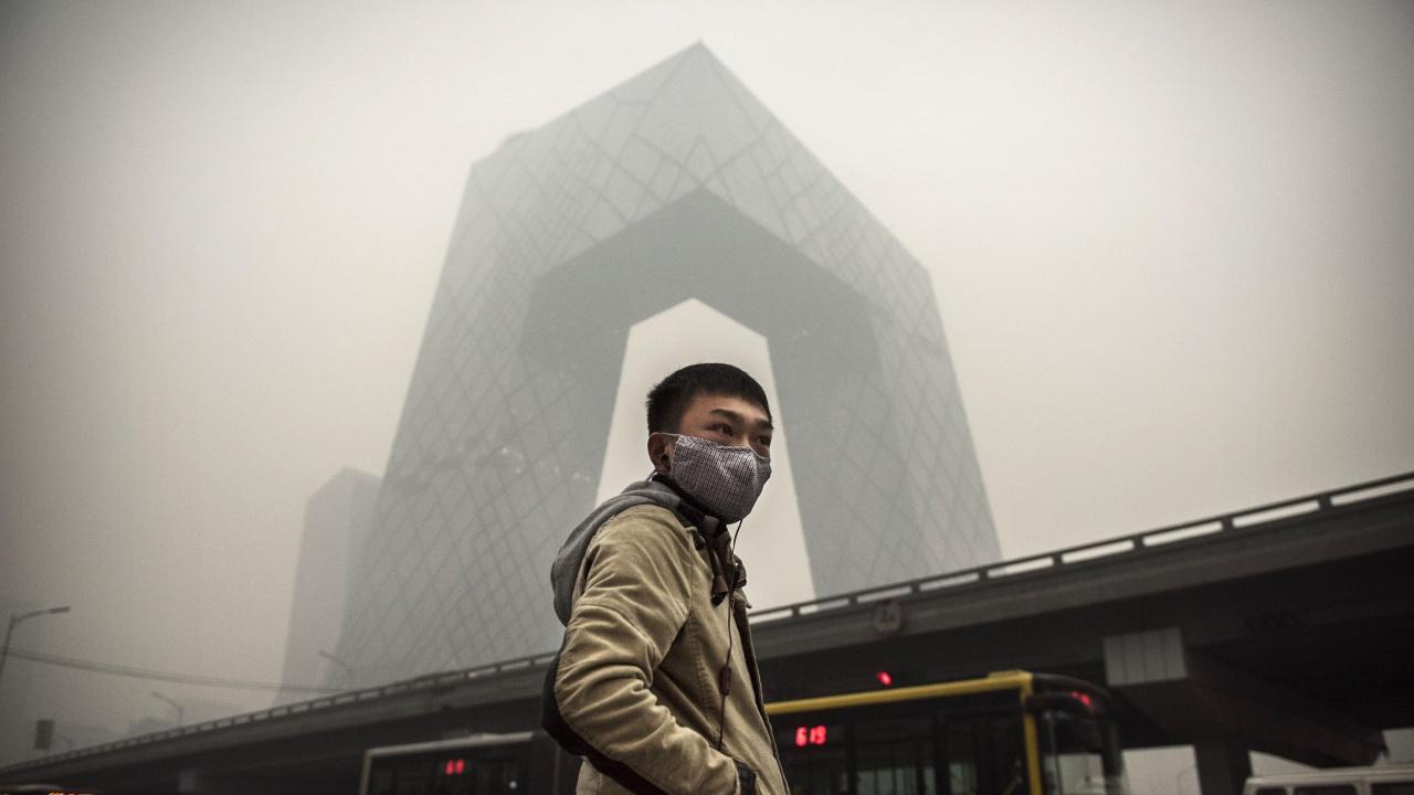 Небето над Пекин пожълтя, прах и пясък покриха китайската столица