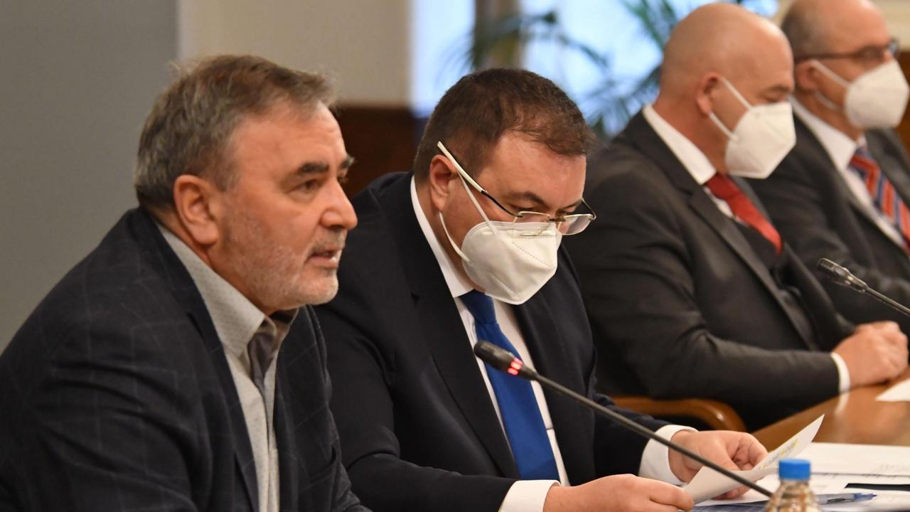 Костадин Ангелов и Ангел Кунчев ще продължат да информират обществото за разпространението на COVID-19