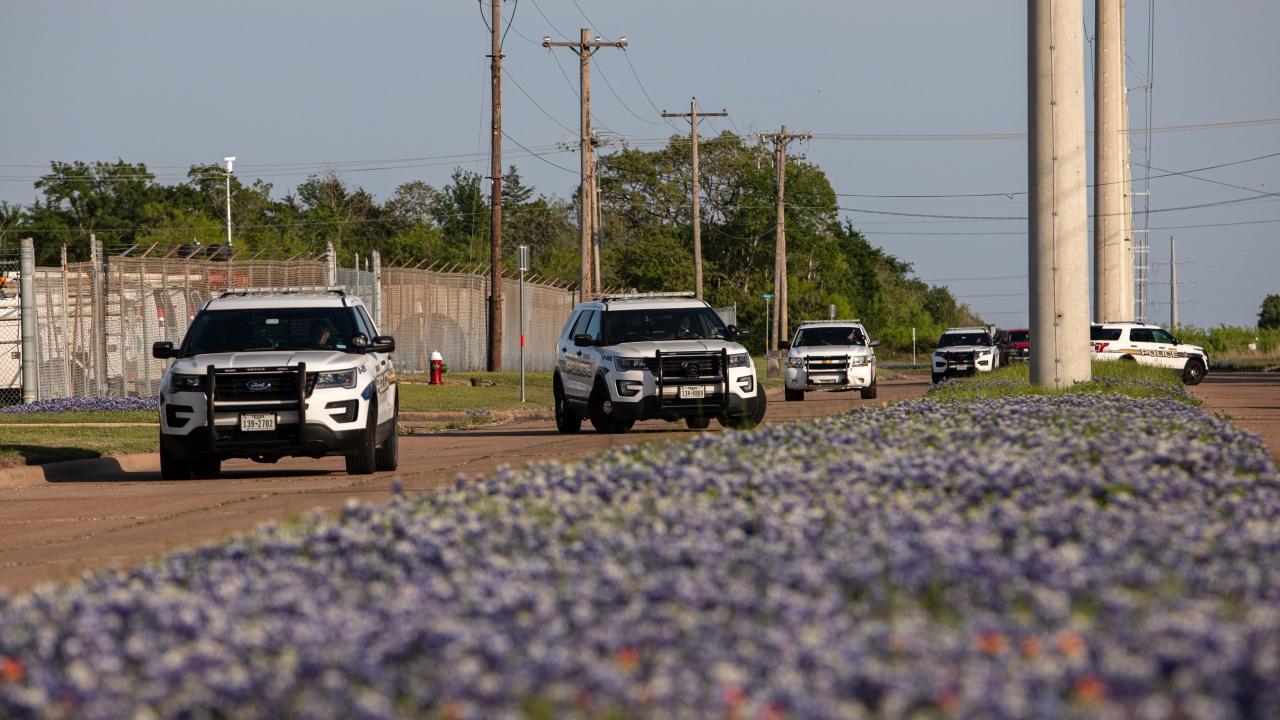 Полицията в САЩ застреля мъж, който откри огън пред летището в Сан Антонио