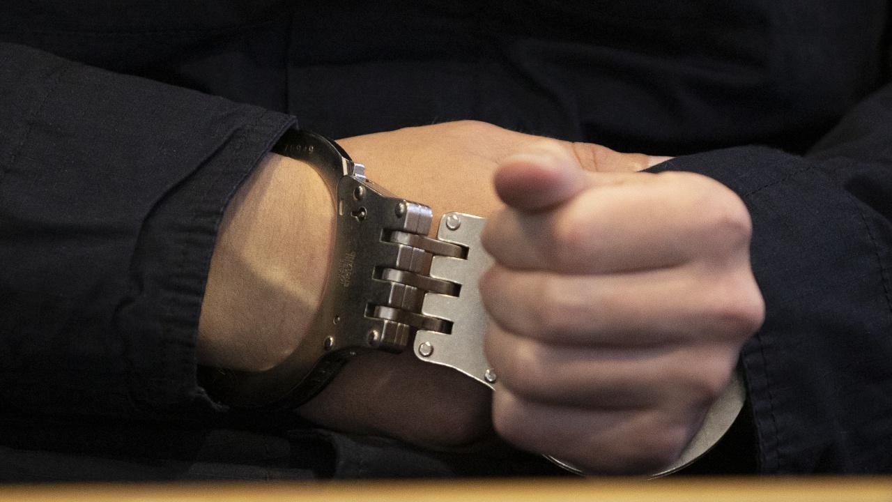 Задържаният полицай е бил куриер на дрога