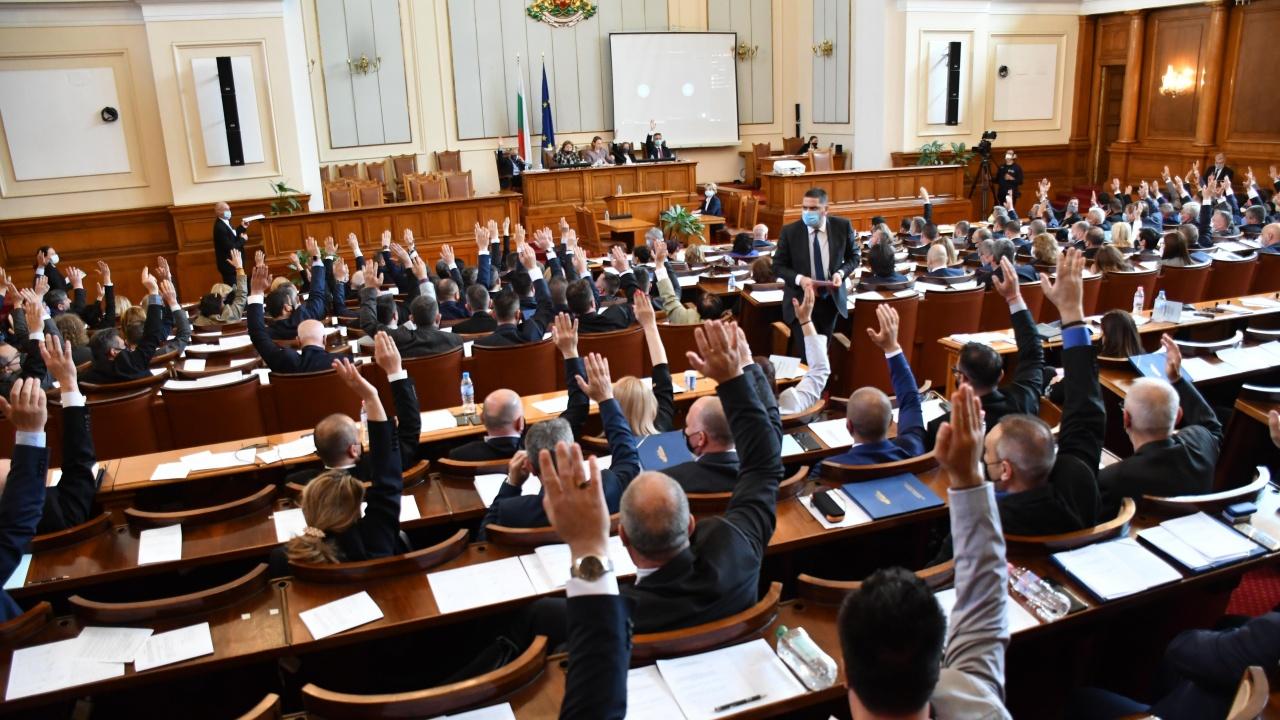 Парламентът удължи заседанието си до изчерпване на дневния ред