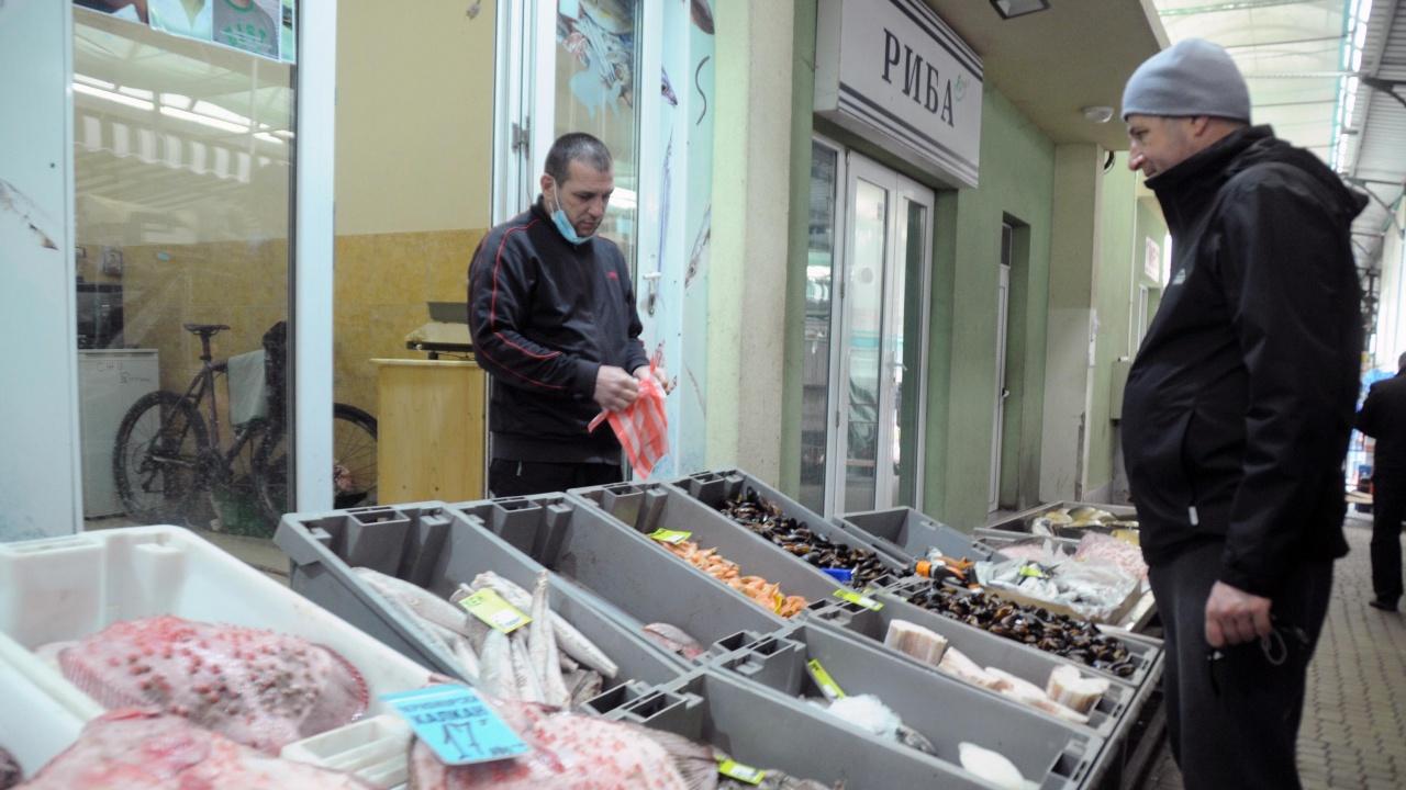 Калканът на рибния пазар в Бургас поевтиня