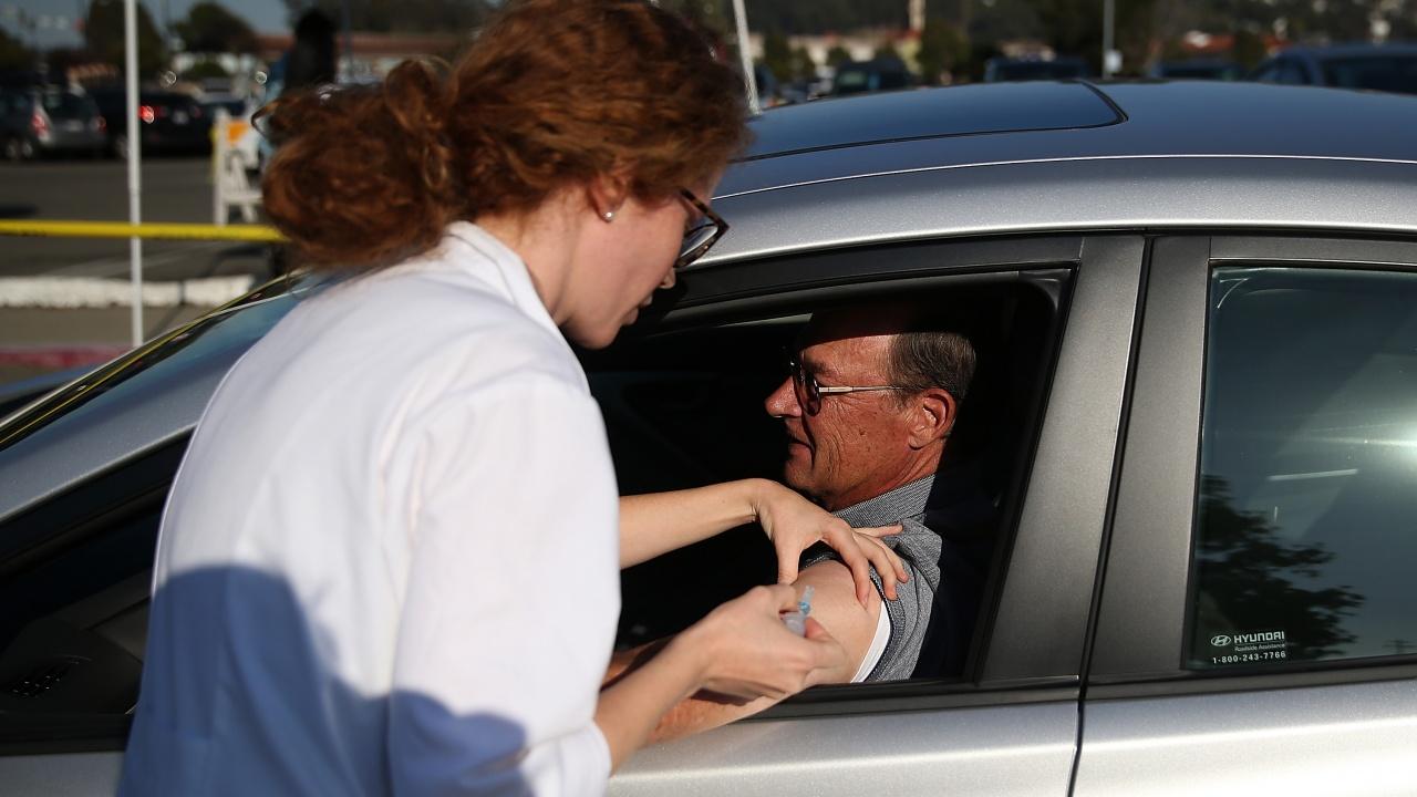 Румънците ще могат да се ваксинират и в автомобила си
