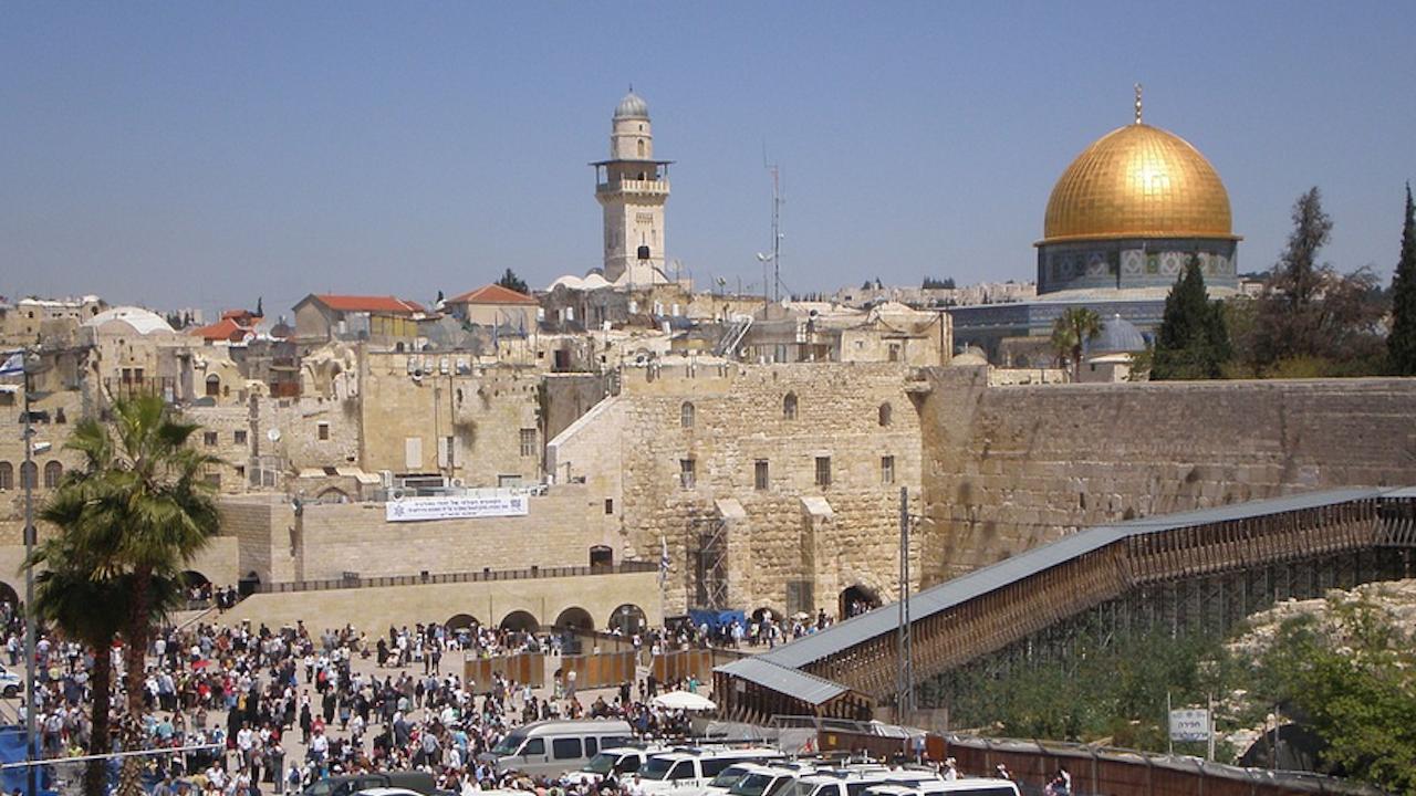 Най-голямото от началото на пандемията множество мюсюлмани се събра на Храмовия хълм в Ерусалим
