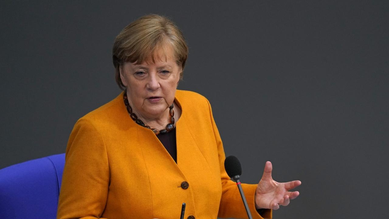"Меркел се ваксинира с ""АстраЗенека"""