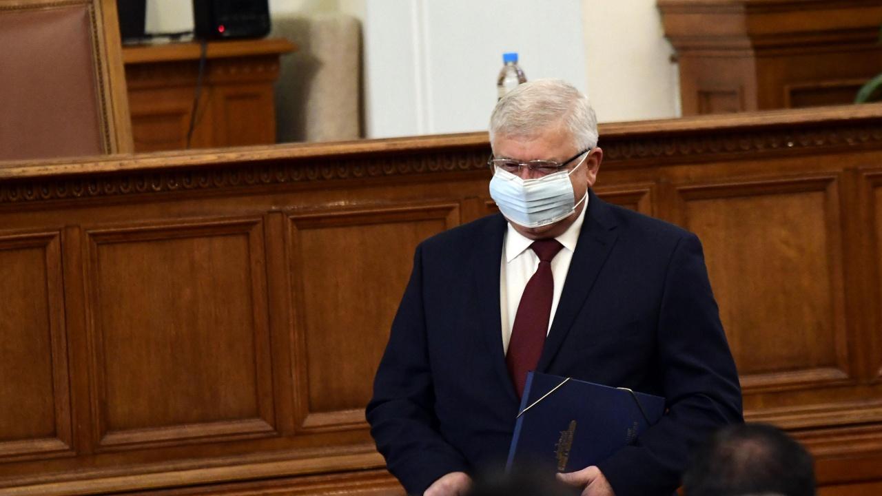 Отложиха изслушването в парламента на финансовия министър в оставка