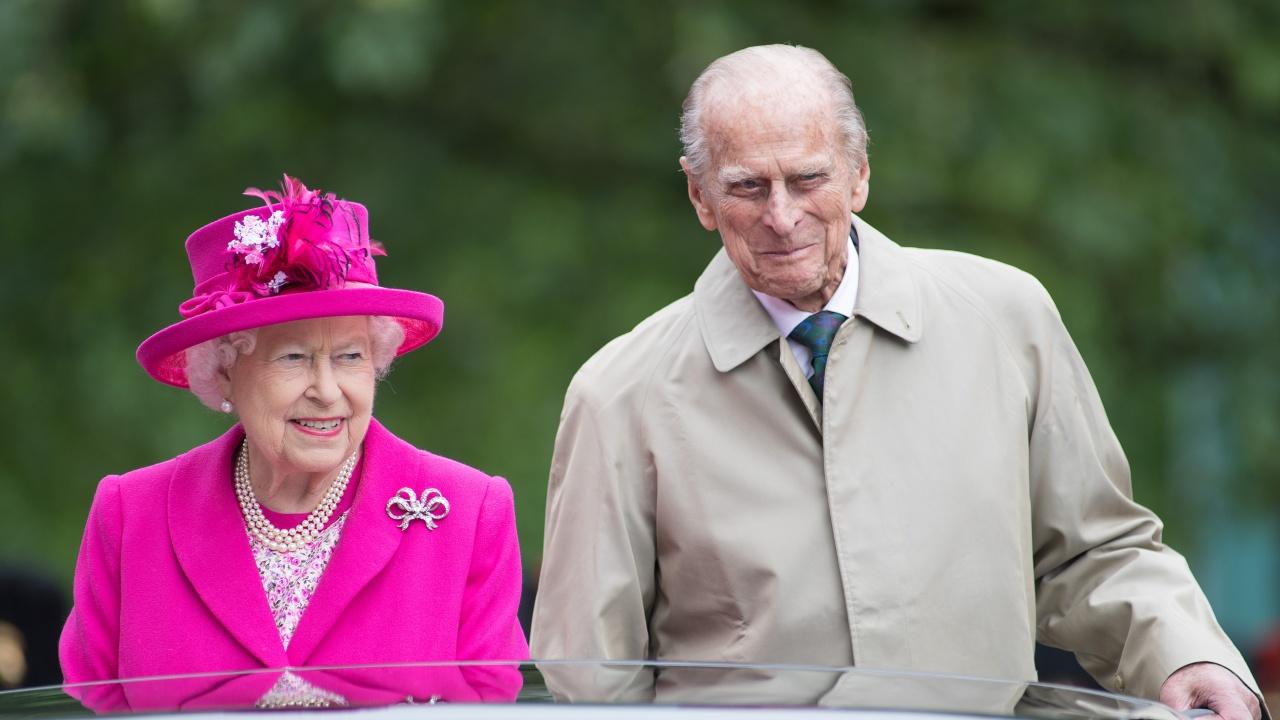 Погребват днес принц Филип, публикуваха снимка на кралицата със съпруга й