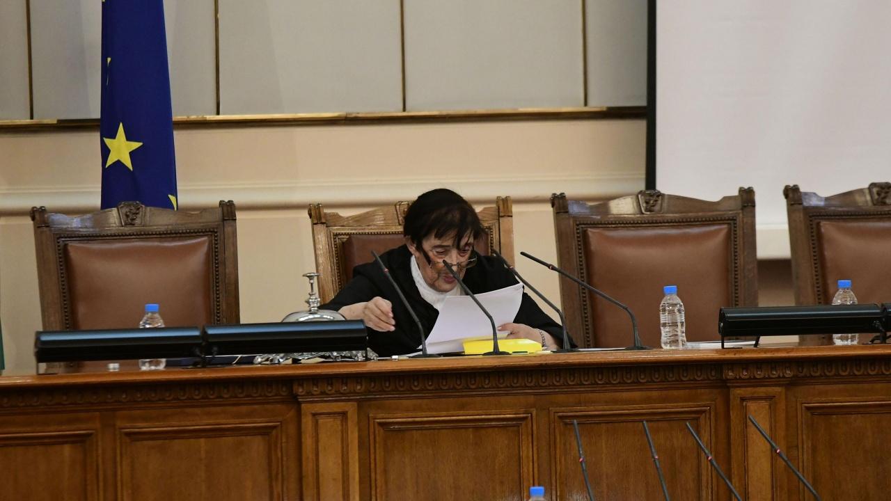 Мика Зайкова - новата любимка от новия парламент