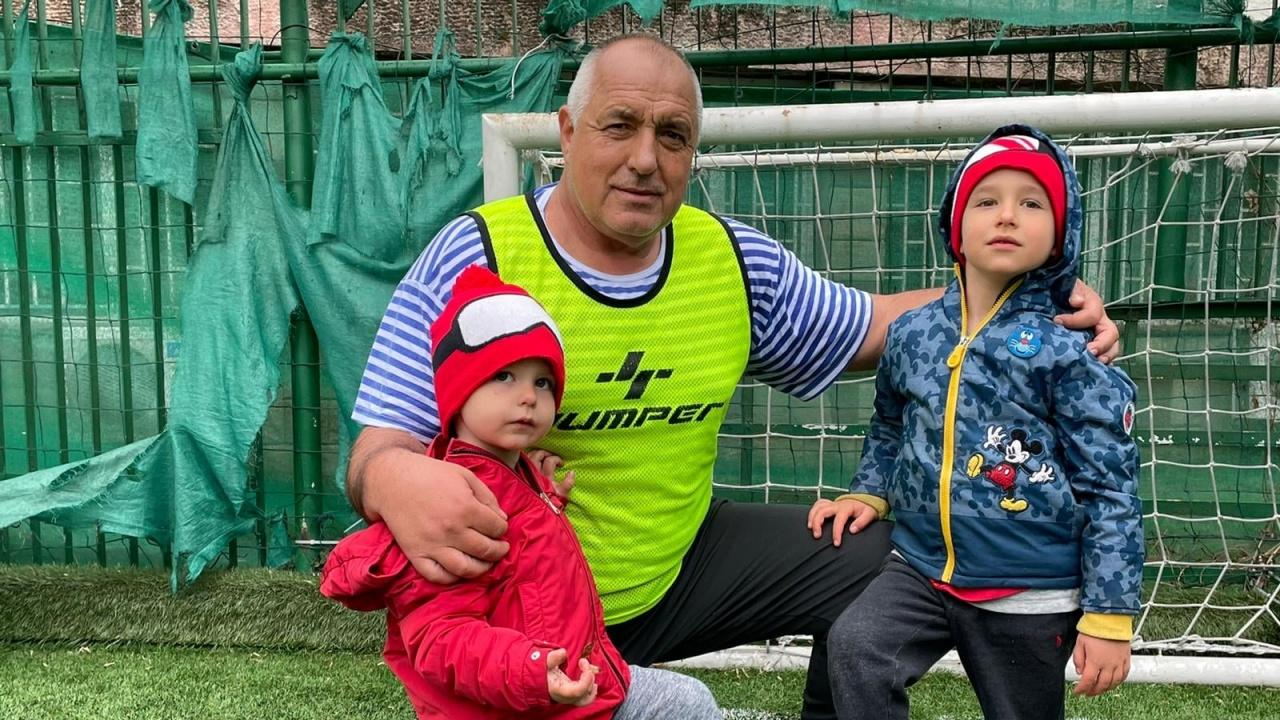 Борисов публикува снимка с внуците и заяви: Играта ни върви!