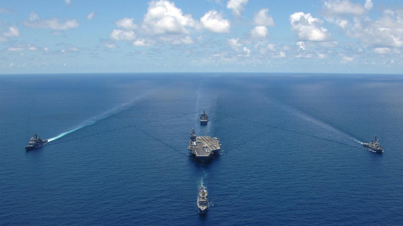 Русия изпрати 15 бойни кораба в Черно море