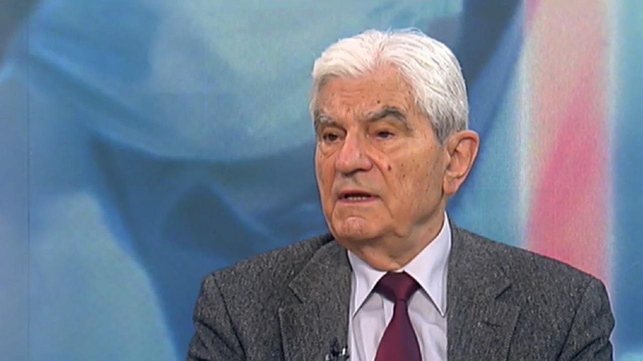 Акад. Петрунов: Трябва да се тревожим от изменчивостта на вируса, възможна е четвърта вълна