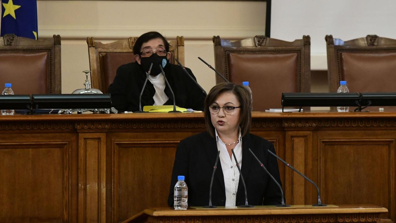Нинова обвини Борисов, че праща хора да й искат оставката