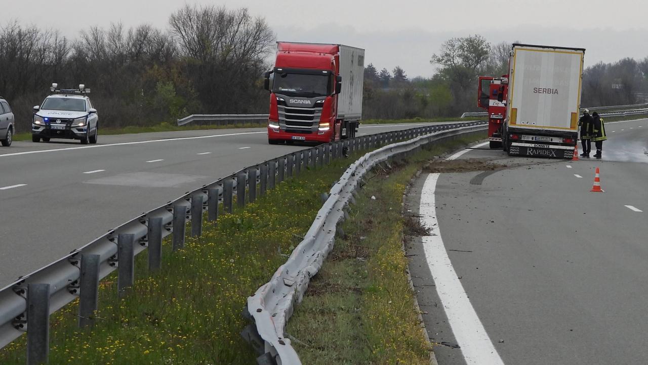 """Заспал тираджия изкриви над 80 метра мантинели на магистрала """"Марица"""""""
