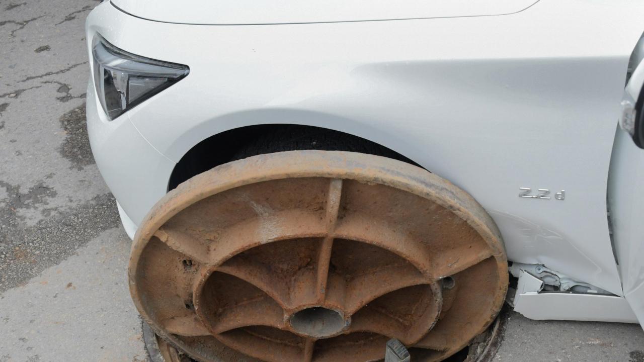 Кола пропадна в шахта в Пловдив