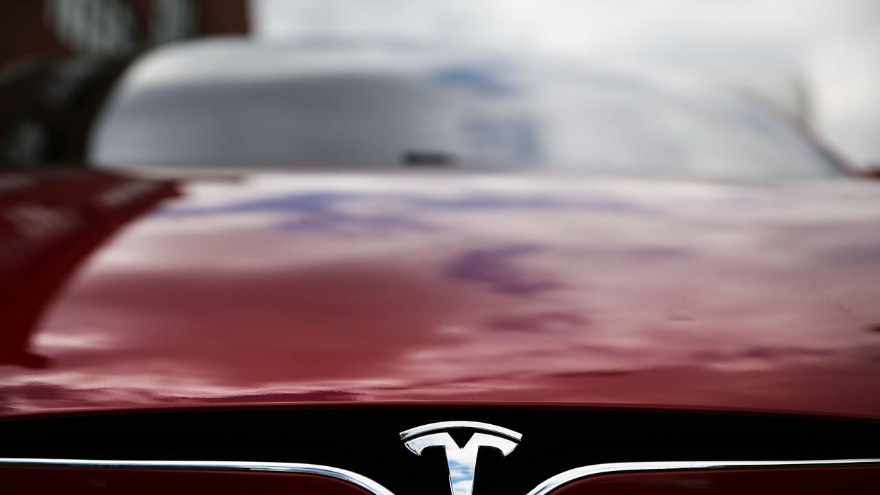 Двама загинали при катастрофа с кола на Тесла в Тексас. На волана не е имало човек