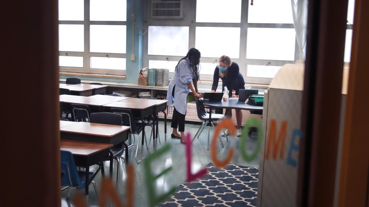 Гимназиите в Чикаго са напът да отворят след повече от година затваряне заради пандемията