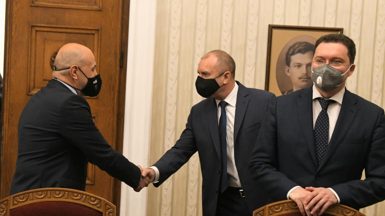 ГЕРБ са готови с кабинет, Радев не бързал за служебно правителство