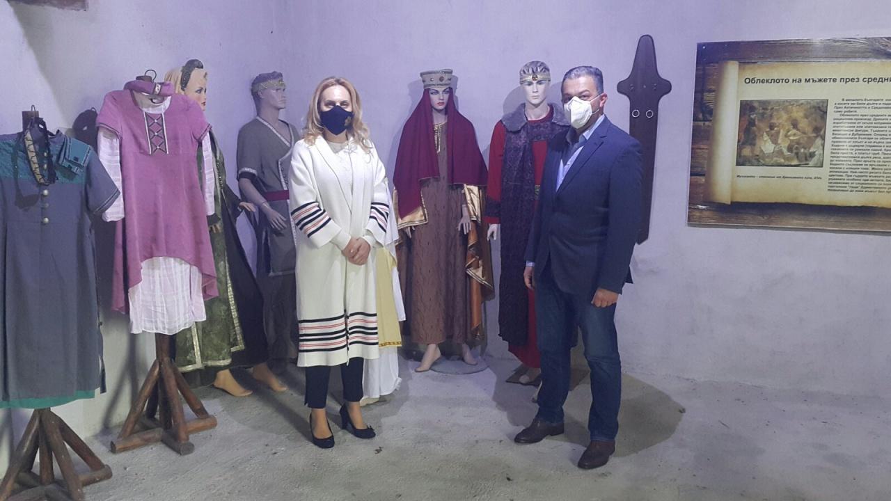 """Марияна Николова посети средновековния град - крепост """"Хоталич"""""""