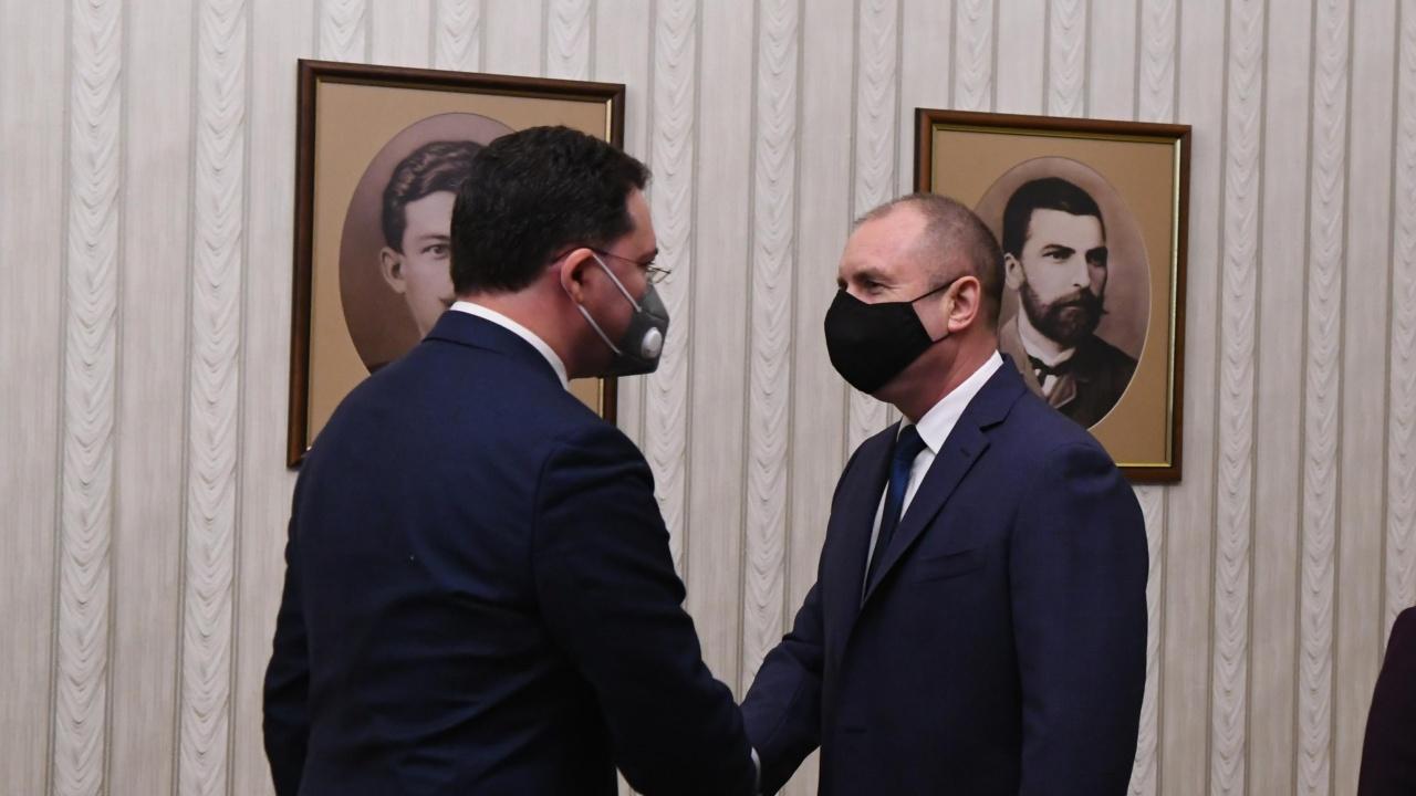 Очаква се президентът да връчи мандат за съставяне на правителство на ГЕРБ-СДС