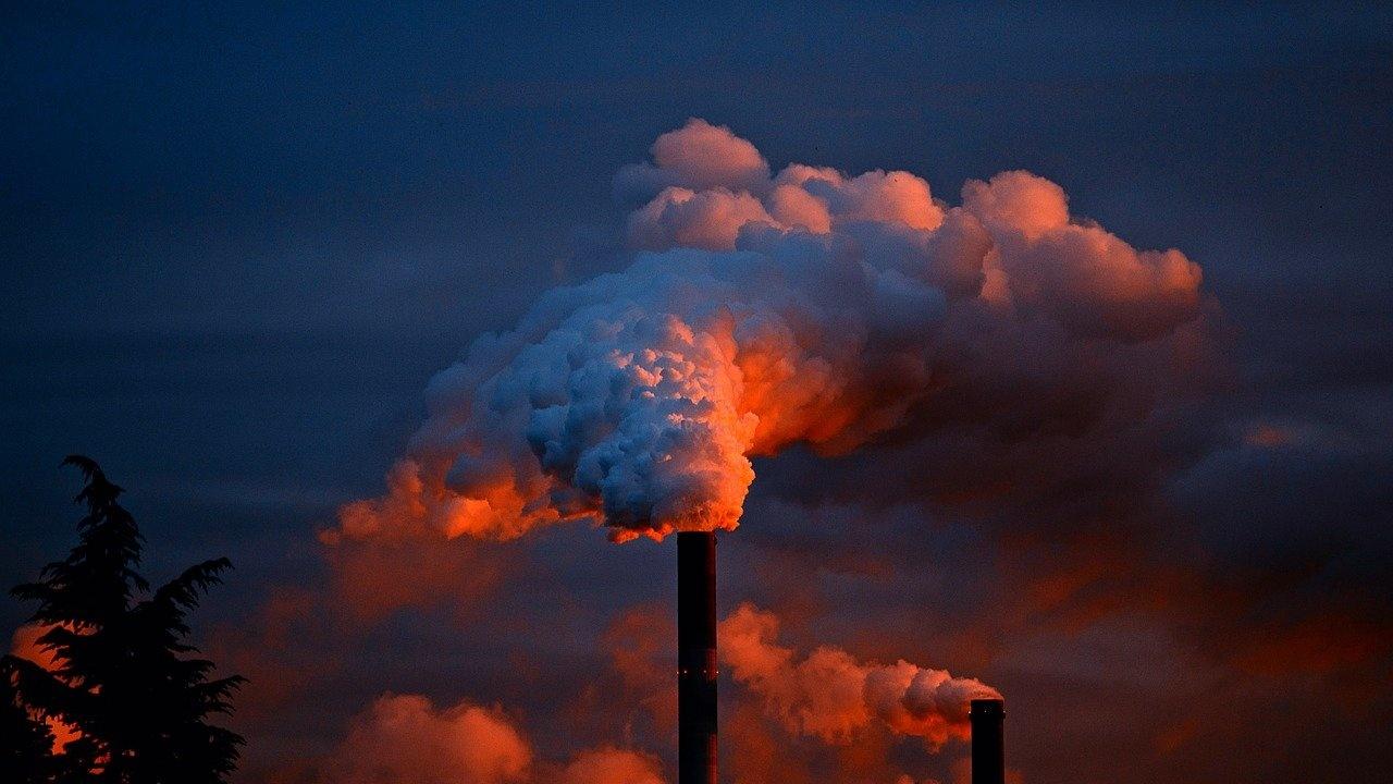 МАЕ предупреди за рязко повишаване на въглеродните емисии през тази година