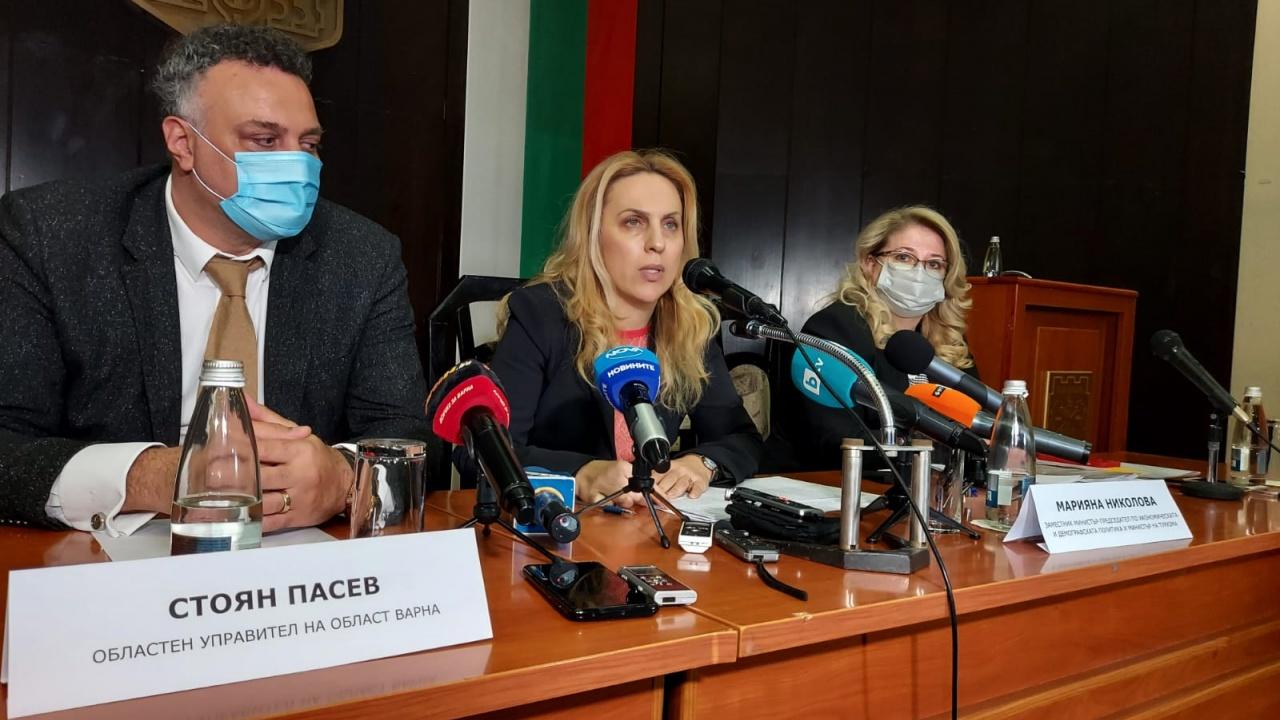 Вицепремиерът Марияна Николова пред медии във Варна: Обмислят се всякакви възможни варианти за облекчено влизане на туристите
