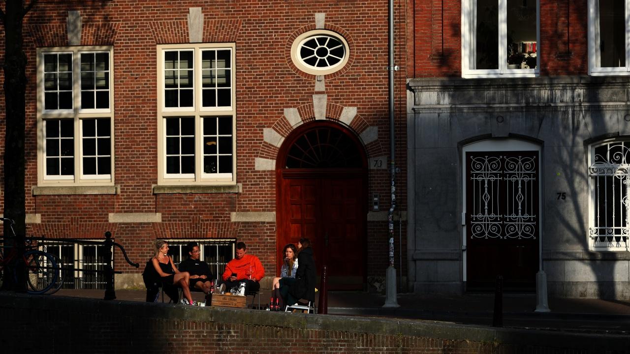 Нидерландия премахва от 28 април вечерния час, въведен заради коронавируса