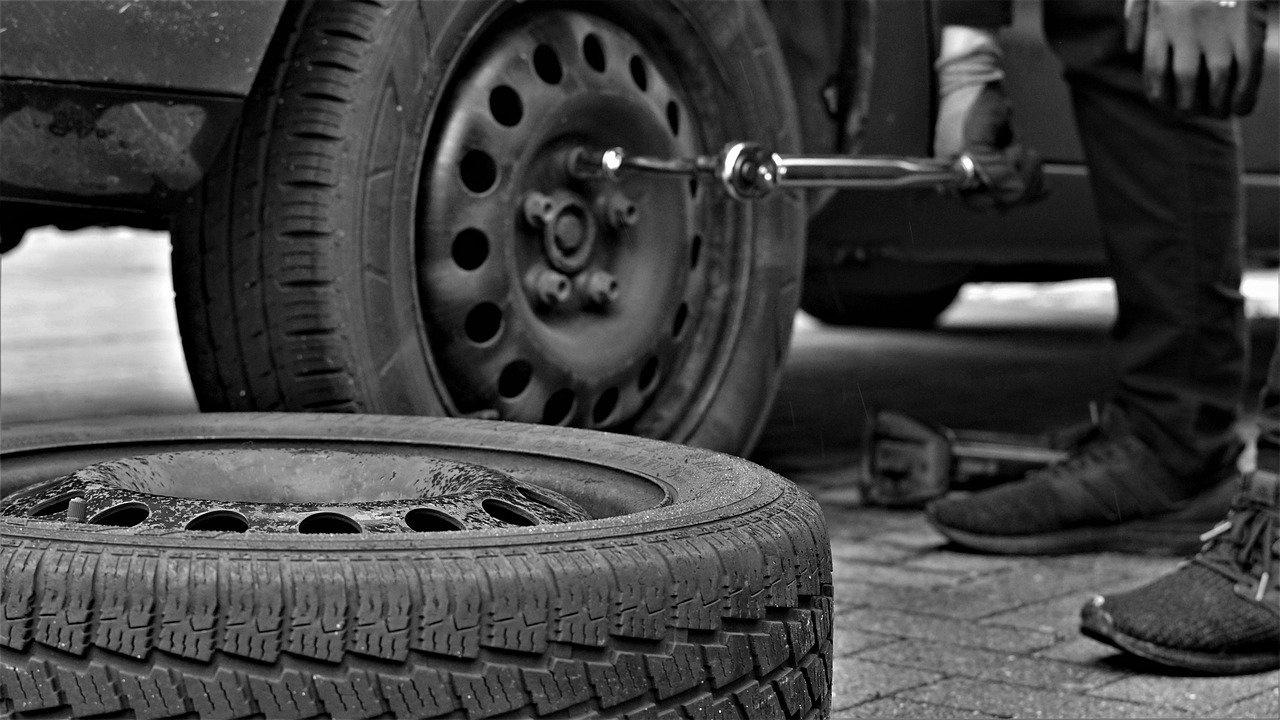 Десетки коли осъмнаха с надупчени гуми в София