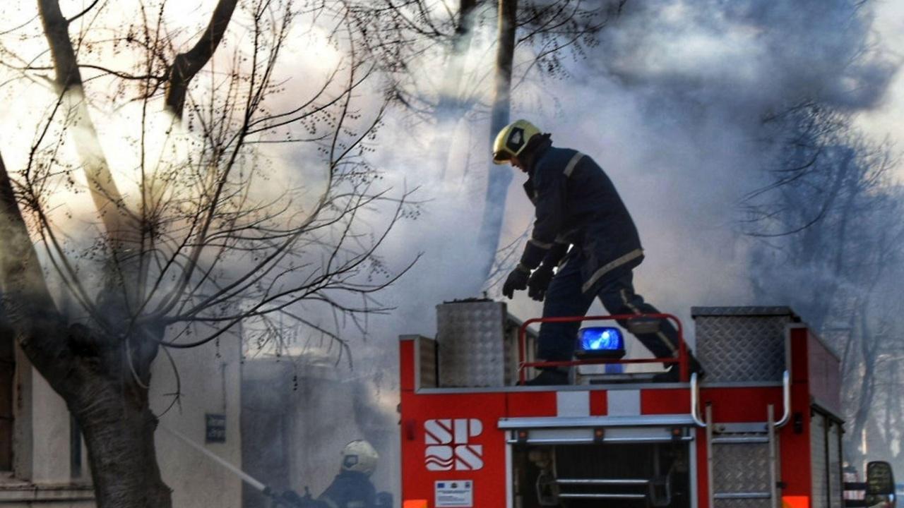 Спасиха две сгради от пожар в Тутракан