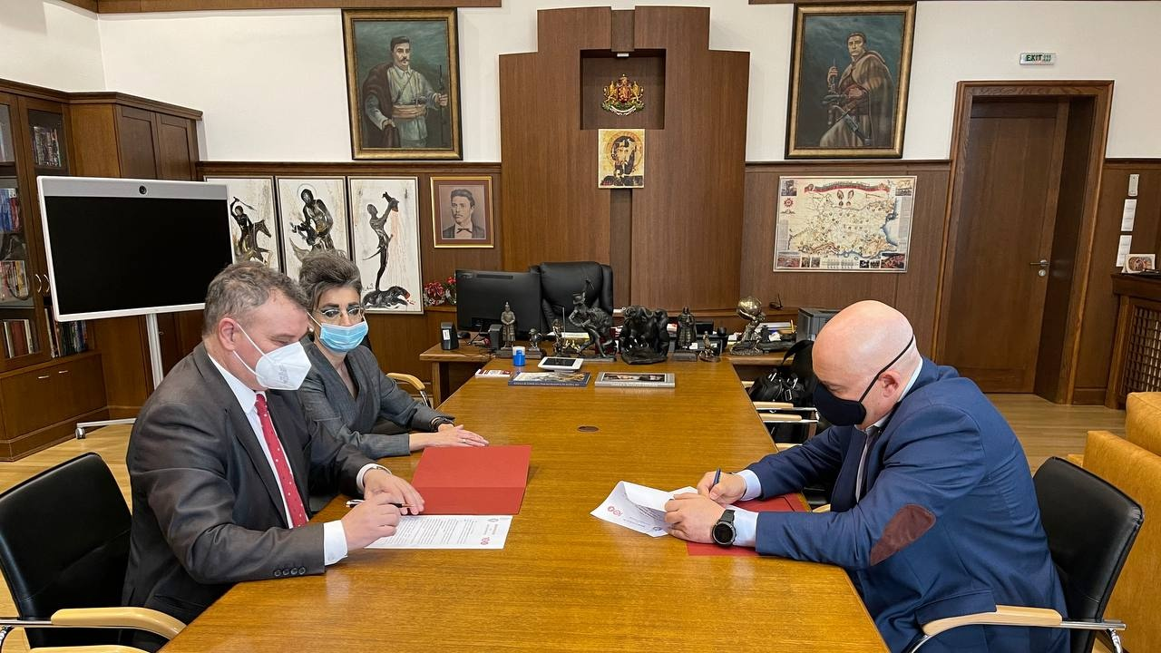 Прокуратурата ще ползва кадрите на УНСС по експертизи