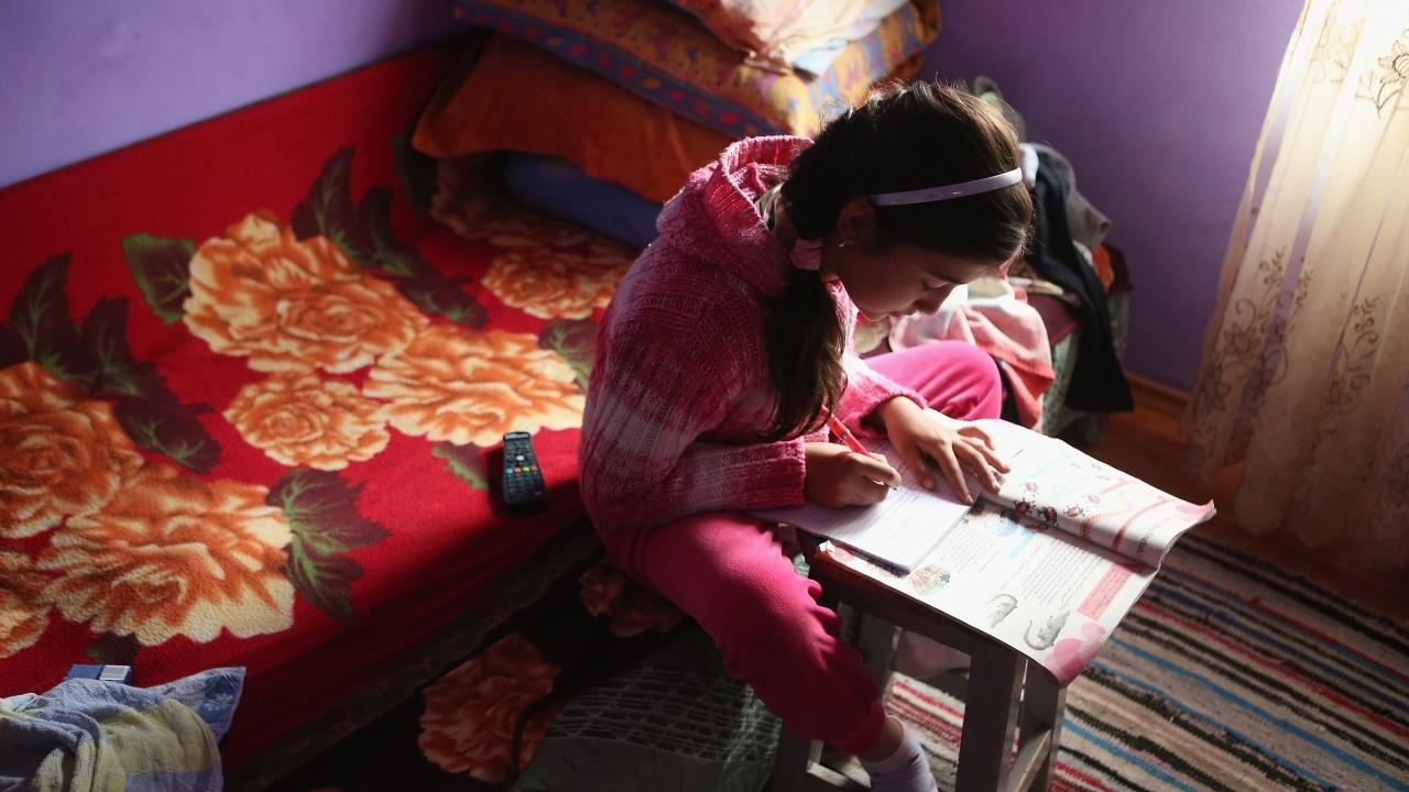 Бедните ромски деца в Унгария се затрудняват с дистанционното обучение