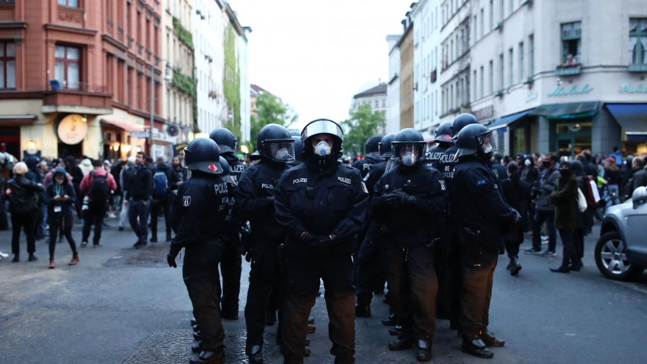 Берлинската полиция използва сълзтворен газ, за да разпръсне протест